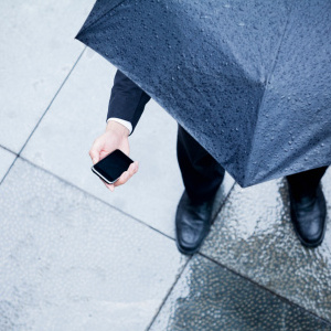 The most common breakdowns: water in the mobile - Your Technology Blog - mobile in the rain