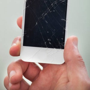 The most common faults: screen breaks and other elements due to falls - Tu Blog Tecnológico
